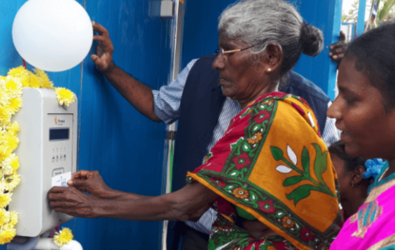 old-woman-inaugurating-water-atm-1
