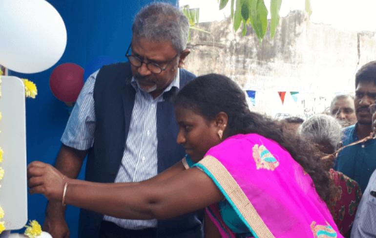 woman-inaugurating-sarvajal-atm